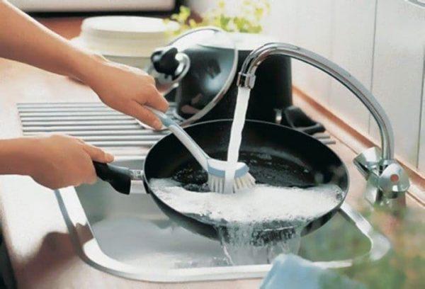 Чому ніколи не можна мити посуд в гостях: прочитайте і більше ніколи цього не робитимете