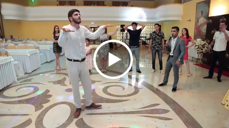 Танцювальний батл на весіллі: таких рухів ви ще не бачили!