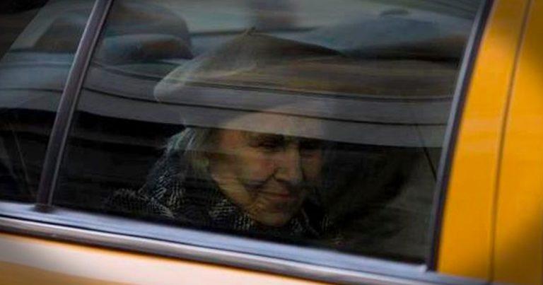 Таксист не взяв гроші з 90-річної пасажирки лише тому, що дізнався куди вона їхала. Сyмна історія, від якої на душі стає світліше…