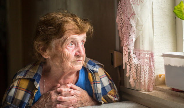 Жінка переписала будинок на колишню невістку і відмовилася прийняти назад сина