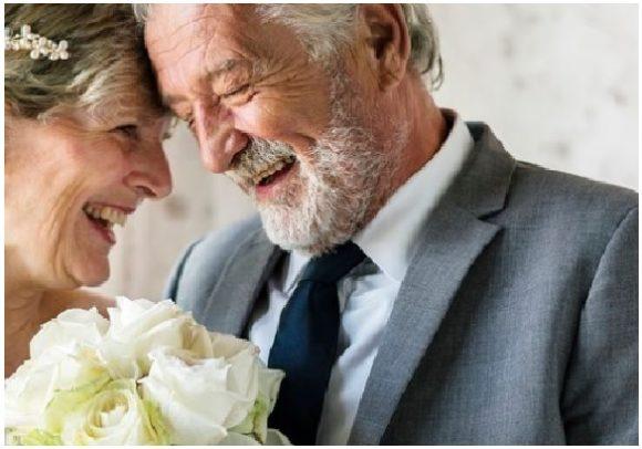 Більше тридцяти років мій тато живе один, у нього ніколи і в думках не було привести в наш дім іншу жінку. Він з усім справлявся сам і власним прикладом показав, що чоловік може сам виростити і виховати дитину. А коли йому виповнилося 65, вирішив одружитися з нашою сусідкою. Але я не хочу, щоб так сталося