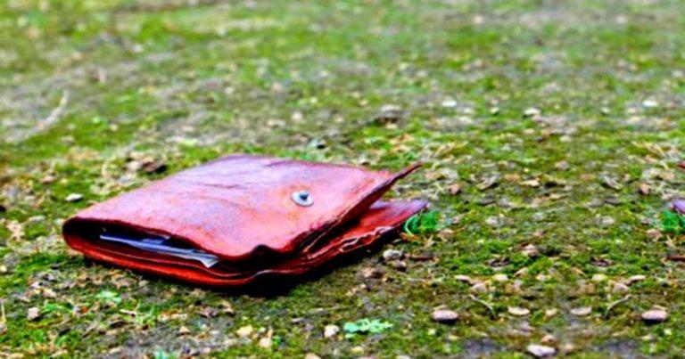 Кілька років тому, в один з морозних днів, я випадково побачив гаманець, що лежав на дорозі. Усередині не було жодних документів, тільки три долари, та лист, котрий виглядав так, як ніби його перечитували по кілька разів на день протягом багатьох років.