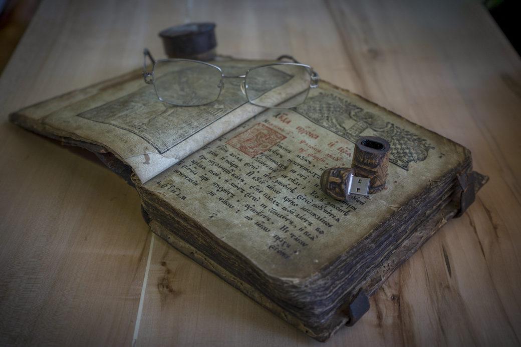 Вона заплатила за стареньку в магазині 5 гривень, а через кілька років отримала від неї стару книгу. Хотіла її навіть викинути, але знахідка була дивовижною