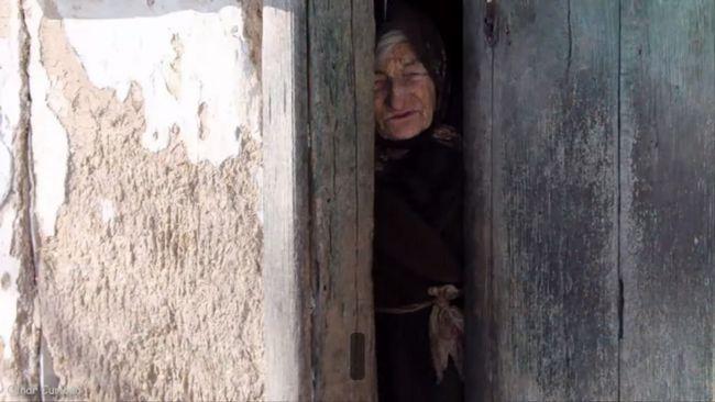 Самотня бідна старенька отримує спадщину в 1 000 000 доларів. Вас здивує те, що вона зробила з грошима