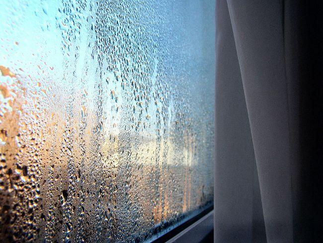 Постійно запотівають пластикові вікна? Ось вам спосіб, щоб позбутися цього назавжди.