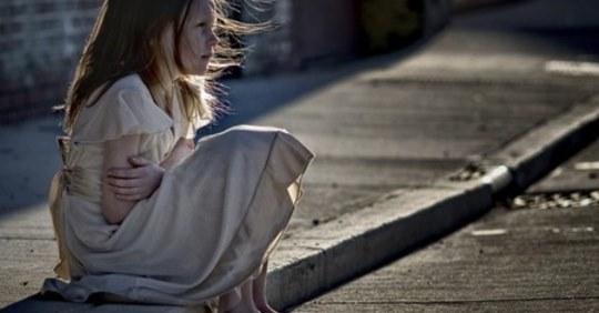 Дізнавшись, що однокласниця дочки живе в дуже бідній сім'ї, ми вирішили їй допомогти. Але, прийшовши до неї в будинок, ми постаралися піти якнайшвидше
