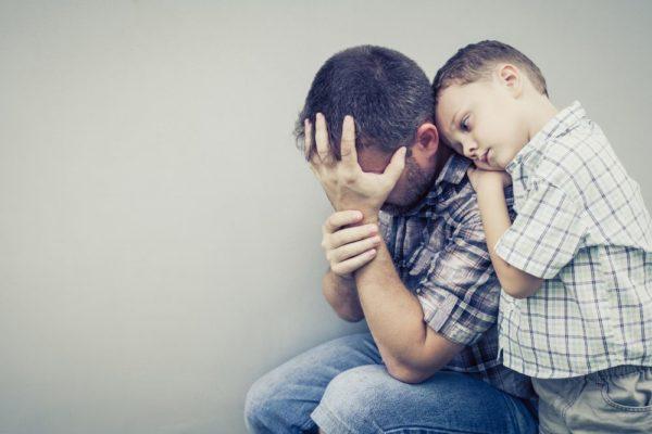 У Степана немов пелена злетіла з очей. Він побачив на місці сина маленького себе. Тоді, коли йому припадало від відчима. Він підповз до дружини і сина і обійняв їх. А потім заплакав –