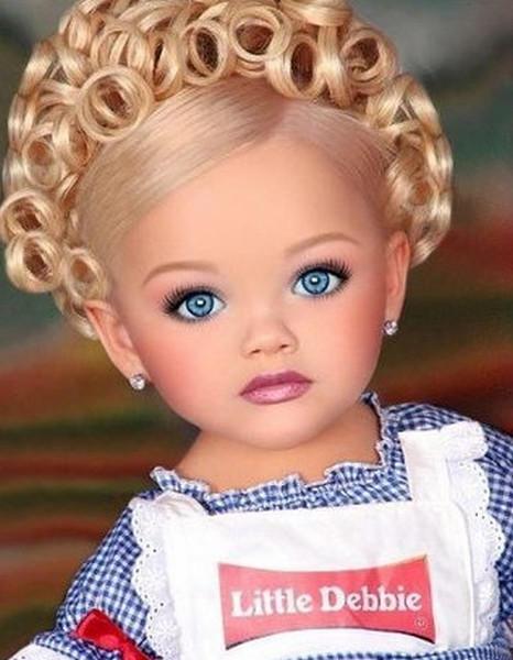 Дівчинка, схожа на Барбі, виросла і перетворилася. Як вона виглядає через 10 років