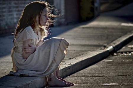 Дізналась, що однокласниця дочки живе в дуже бідній сім'ї, вирішила допомогти. Але, прийшовши до неї в будинок, ми постаралися піти якнайшвидше