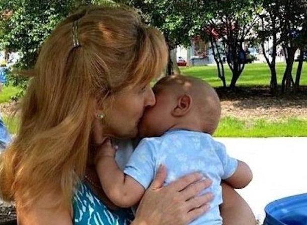 Ця жінка забирає додому смертельно хворих дітей, від яких відмовилися батьки … Навіщо? Все просто…