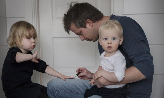 Після сварки дружина пішла з дому, залишивши чоловіка з дітьми. Через 2 днi вона отримала цей лист …