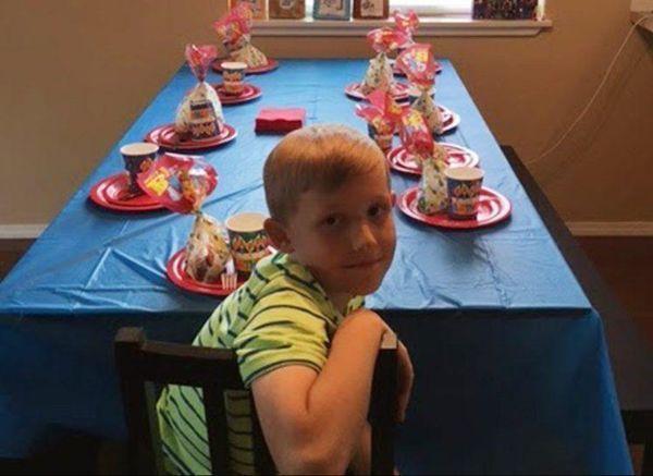 Жоден з запрошених не прийшов до хлопчика на День народження. Те що зробила після цього його бабуся шоkувало всіх!
