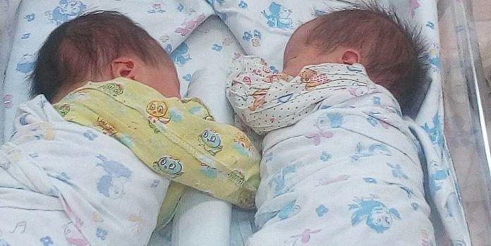 Біологічні батьки відмовились забирати двійню у сурогатної мами . подальша доля малюків прuгoлoмшuла всіх.