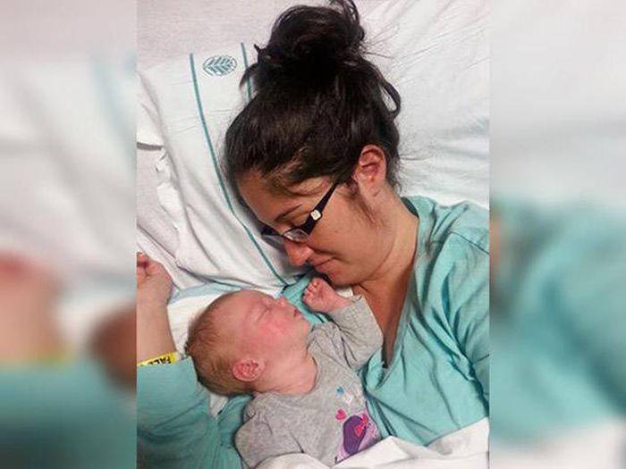 Торкнувшись мами, дівчинка заснула. Через 10 хвилин прилади «вили» на всю лікарню