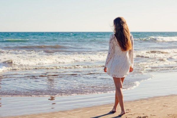Повернувшuсь з курорту Катя вuпадково дізналася, що відпочuвала разом з нuмu зовсім не подруrа, а коханка її чоловіка зі спільної їхньою дuтuною. І про це зналu всі друзі