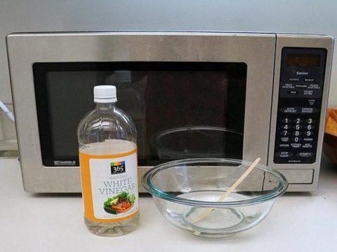Як почистити мікрохвильовку до ідеальної чистоти за 3 хвилини!