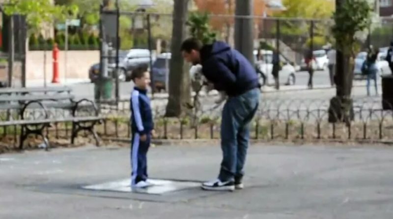 Чоловік спробував викрасти хлопчика, але не зміг. Він впав у ступор, коли малюк запитав в нього ці три слова!