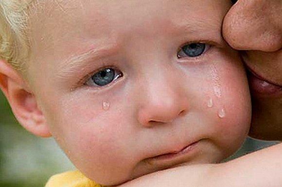 Вночі було чути плач і шум, а зранку на сходах спав босий, в піжамкі хлопчик