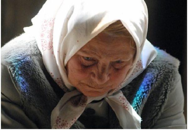 Рідна донька вигнала матір з дому, навіть не цікавиться її життям