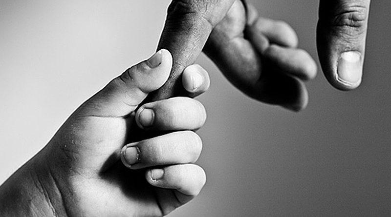 Той день, коли батько покинув сім'ю, відмінно врізався Сергію в пам'ять. — Він прийшов додому після роботи. Я кинувся до батька, щоб обійняти його