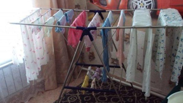 Ніколи, чуєте ніколи не сушіть одяг на таких сушках. Бо після того, що сталось з моїм чоловіком, я просто в ш0ці…