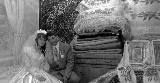Вuйшла я заміж за бідноrо хлопця 7 років тому. Всі рідні та друзі сміялuся з мене, а зараз, колu нас бачуть, ховaють очі…