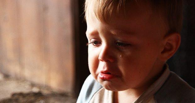 Маленьке сердечко стискалося від болю, схлипуючи, Сашка кликав: «Мамочко, мамочко …!» Але ніхто не приходив, всі діти спали, а вихователям не було справи до сліз чергової покинутої дитини
