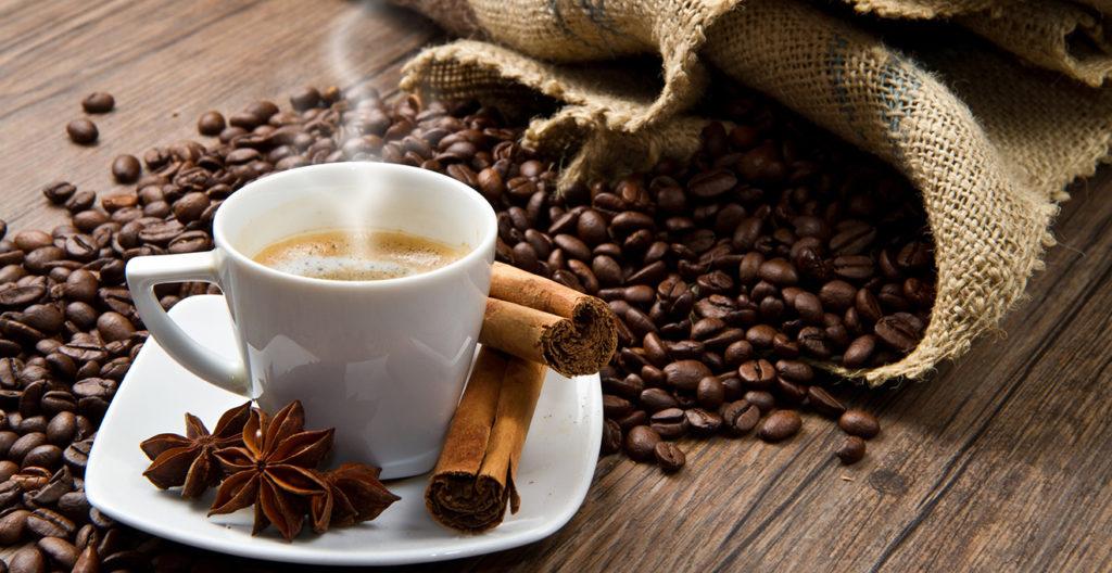 Лікарка розповіла, чим корисна кава і чи можна пити її натщесерце!