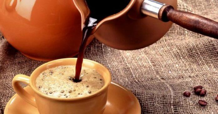 Помістіть ці 2 інгредієнти в ранкову каву! Ваш жир з живота зникне, а метаболізм буде швидшим, ніж будь-коли!