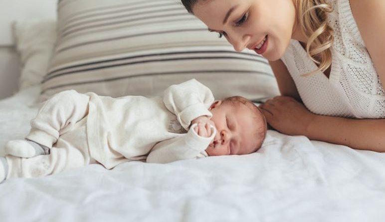 Ти будеш найголовнішою людиною в моєму житті, – сказала я, обіймаючи сина на руках. І ніхто ніколи не дізнається, хто твій батько. – У тебе є тільки мама, – тихо додала я. Хоча я була рада, що стала матір'ю, – так довго чекала цього, але відчувала, що моє щастя – це грубість по відношенню до рідної людини
