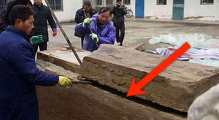 Дорожні робітники знайшли під землею коробку. Те щ0 було в середині заставило їх тремтіти зі страху!