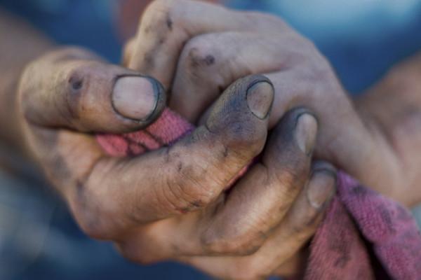 Помивши руки свого батька, юнак зрозумів одну дуже важливу річ