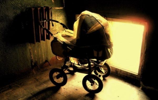 Пролунав дзвінок у двері: на порозі була залишена коляска з немовлям…