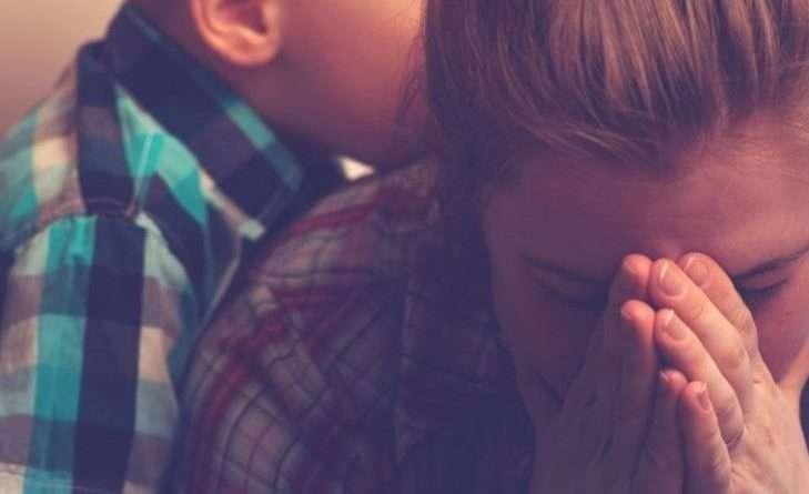 – Іринко, ти хрещена мати моїх дітей. Ти знаєш, що це означає? Що ти подбаєш про них, коли мене тут не буде. Старші зможуть впоратися, незабаром вони стануть повнолітніми. Михайлик…