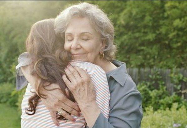 Мені дуже пощастило в житті. Я зустріла жінку, чужу мені людину, яка зуміла полюбити мене, як рідну донечку. Хочу розповісти про свою прекрасну свекруху. Ми з чоловіком, ось вже більше 15 років живемо з його мамою. Я так ще ніколи не жила, навіть не вірила, що й таке в житті буває