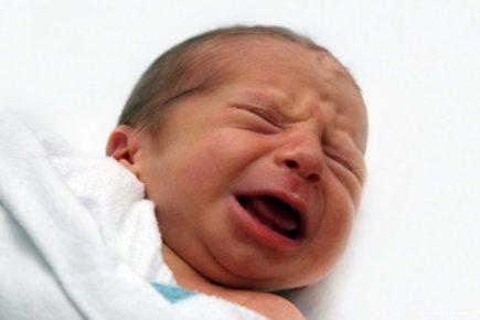 Як так? Немовля залишилось одне. Батько відмовився від дитини після пологів … і мама не заперечувала сказала, що…