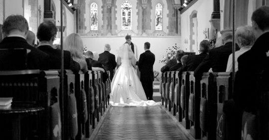 Наречена на весіллі підняла тост за свекруху. Такої жахливої правди гості не очікували!