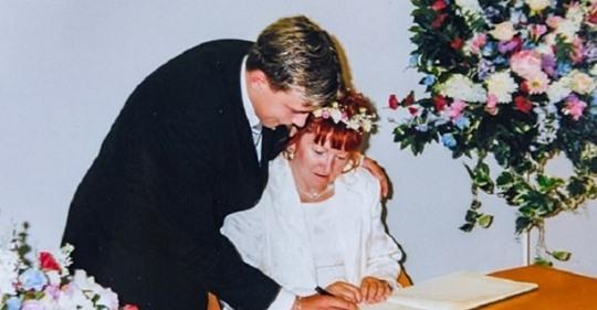Їй було 52, а йому 17, коли вони одружилися. Ось що сталося з парою через 18 років