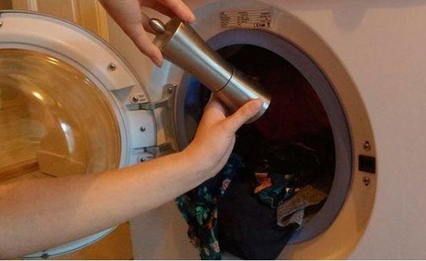 """Ніколи б не подумав що таке можливе! Не повірите але господині додають """"це"""" для поліпшення прання…"""