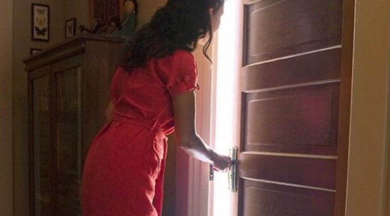 Відчинивши двері, Ростислав остовпів, лице поблідло. Такого повороту подій він аж ніяк не очікував! Перед ним стояла Мар'яна — дівчина, яку він колись так кохав і яка завдала йому страшенного болю. Після п'яти років близьких стосунків, коли вже було заплановане весілля, Мар'яна зрадила його з двоюрідним братом
