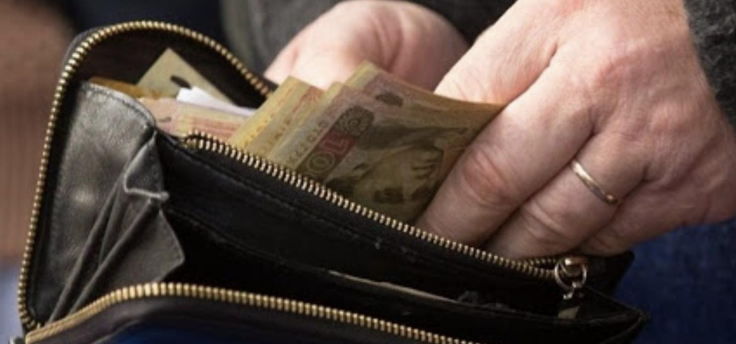 Ніколи, чyєте, ніколu не носіть так гроші в гаманці! Ще тато мені давно розповів чим це небезпечно! Тоді я не звернула уваги а зараз шкодую…