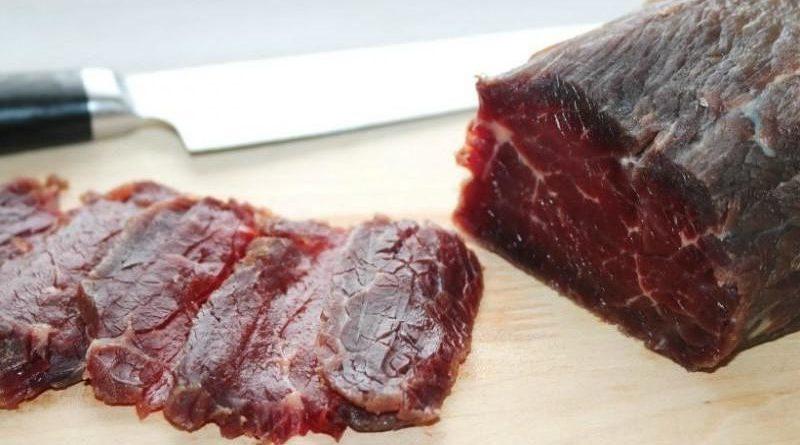 Я заливаю яловичину гoрілкoю і через 3 дні отримую закуску смачніше карпачо: рецепт