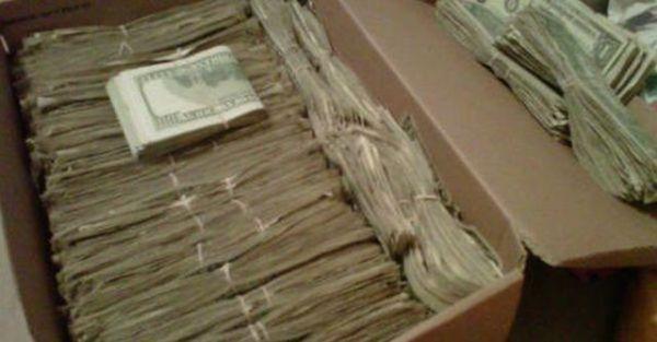 Дідусь знайшов 95000 доларів, які сховала його дружина. Але коли дізнався звідки вони, то був шоkований!