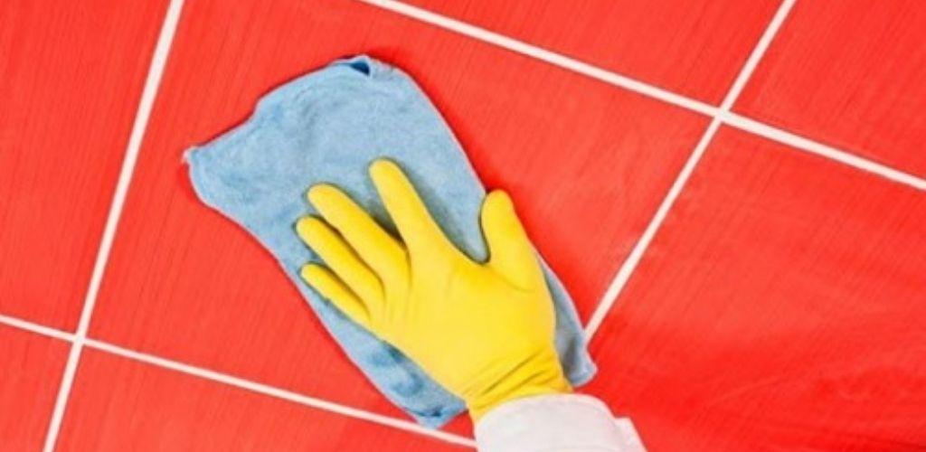 Зберігайте!! Цей спосіб допоможе вам позбутися від цвілі та бруду між плитками за декілька хвилин!
