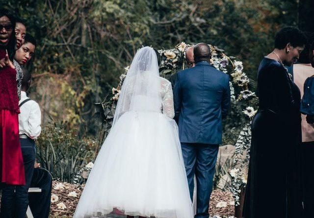 Наречений запізнився на власне весілля, через що наречена вийшла заміж за іншого чоловіка