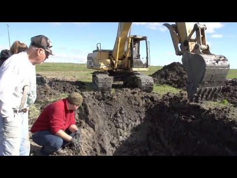 Фермер побачив у землі щось дивне, а те, що він викопав, вразило не лише його!