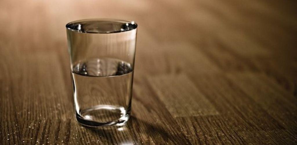 Завжди є щось, що ми ще не знаємо …Ось чому слід ставити склянку води на ніч біля ліжка