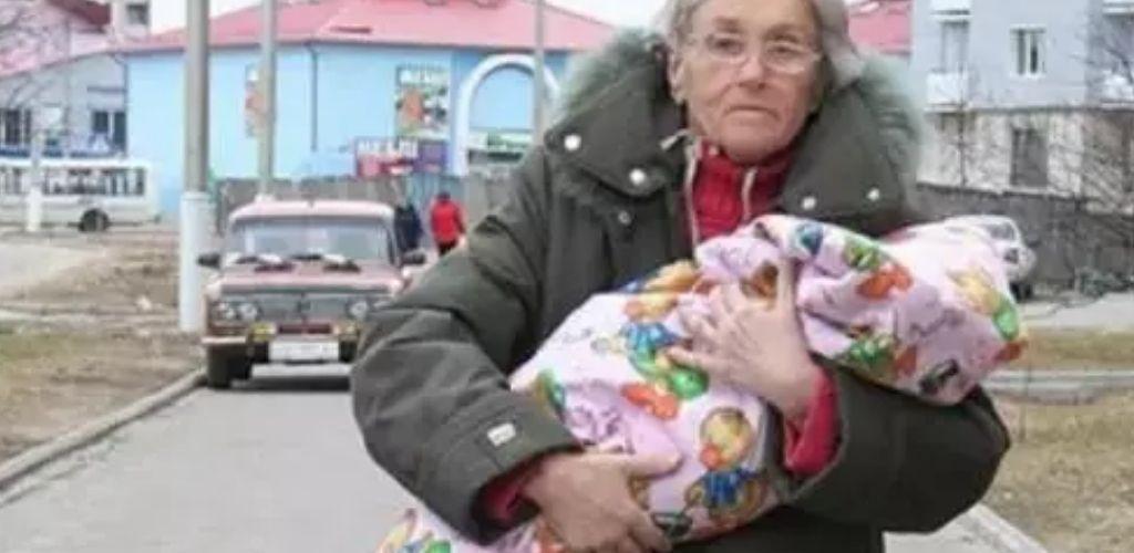 Вперше стала матір'ю в 65 років. Минуло 10 років: як живуть літня мати і її дочка зараз