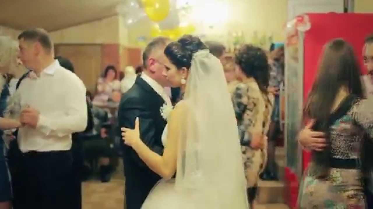 Весілля було просто шикарне. Гуляло дуже багато запрошених гостей, серед них була і Наталя Іванівна – мати нареченої. Чесно кажучи вела вона себе не гарно, весь час всім розповідала, яка вона
