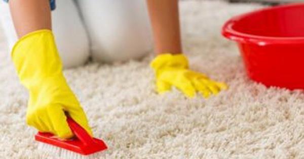Як легко очистити килим. Засіб в рази дешевше інших, і він працює!